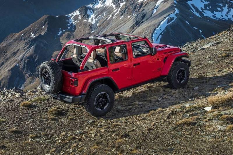 jeep wrangler op de weg