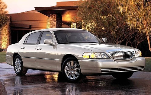 Used 2005 Lincoln Town Car Sedan Pricing Amp Features Edmunds