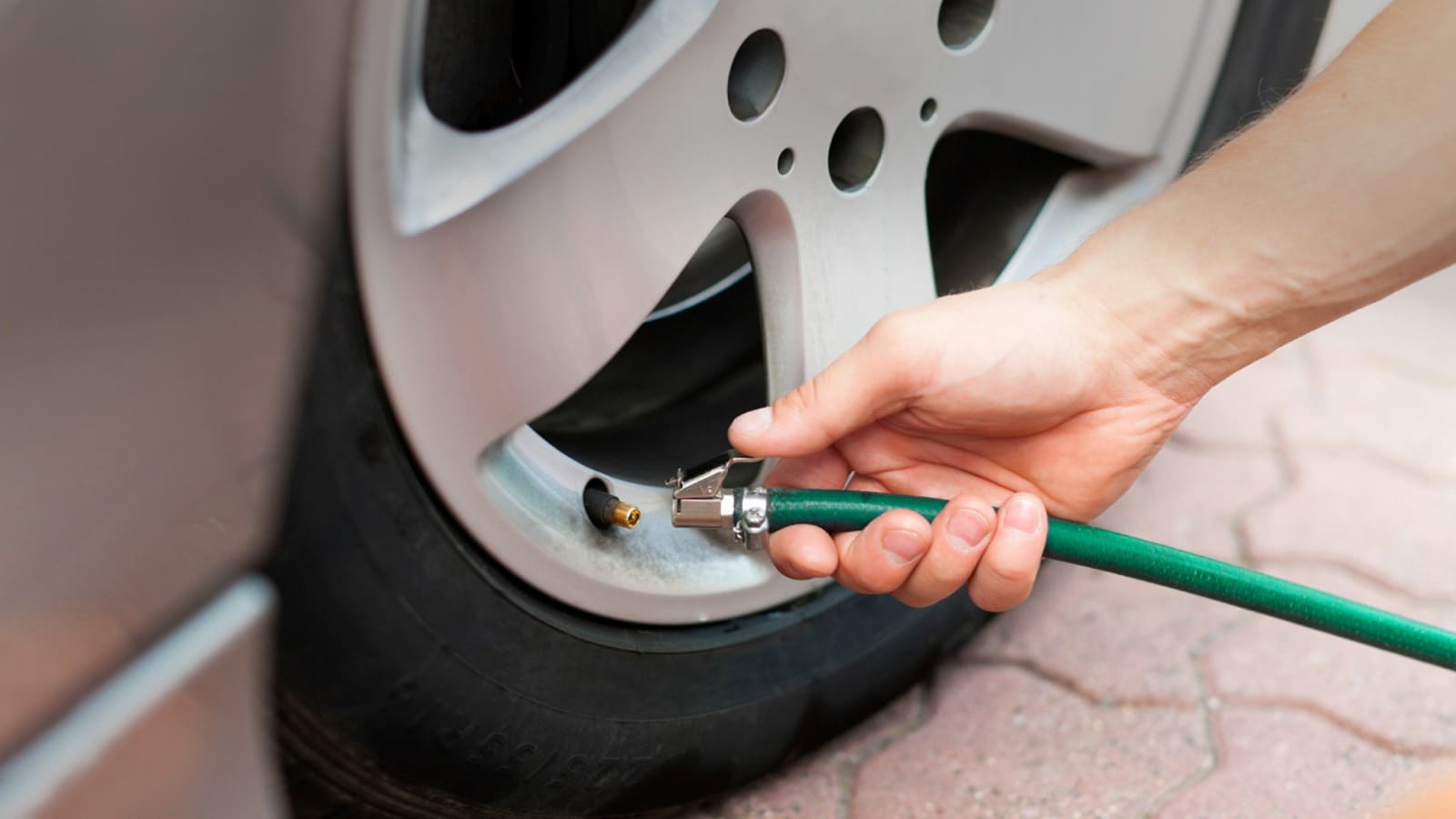 Should You Fill Your Car S Tires With Nitrogen Edmunds