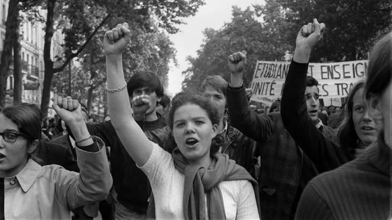Chica en una protesta del mayo francés.