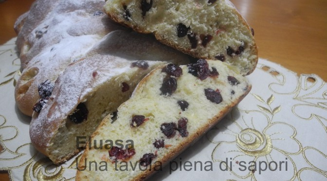 Pan brioche con mirtilli rossi e scaglie di cioccolato bianco
