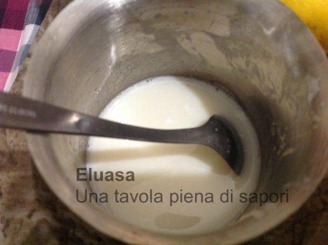 gelatina sciolta nella panna calda