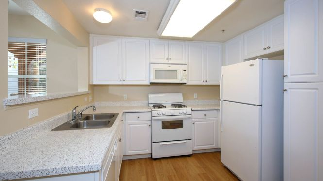Vintage Apartments Kitchen