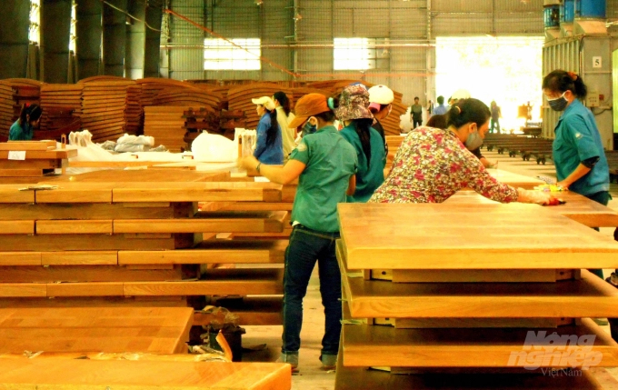 The advantage of Vietnam's timber industry in 5 major strategic markets of the United States, Japan, Korea, China and E.U includes kitchen cabinets, bathroom cabinets and decorative boards. Photo: Vu Dinh Thung.