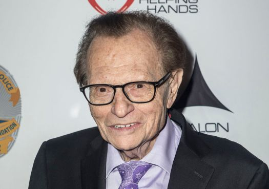 Larry King Reveals Battle with Lung Cancer | ExtraTV.com