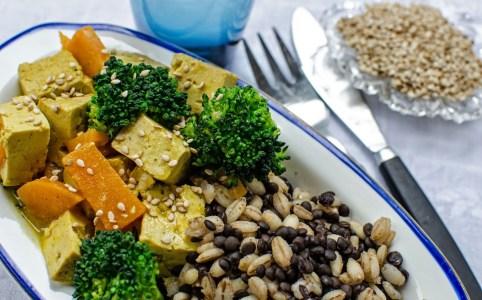 Currygryta med tofu och belugalinser Farbror Grön