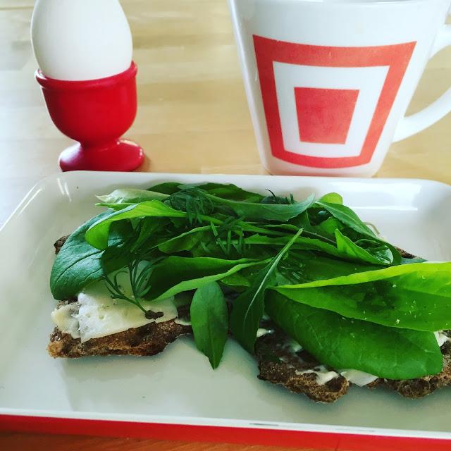 Bladgrönsaker på smörgås hos Farbror Grön