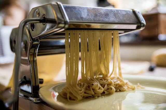 Egen spagetti i pastamaskin Farbror Grön