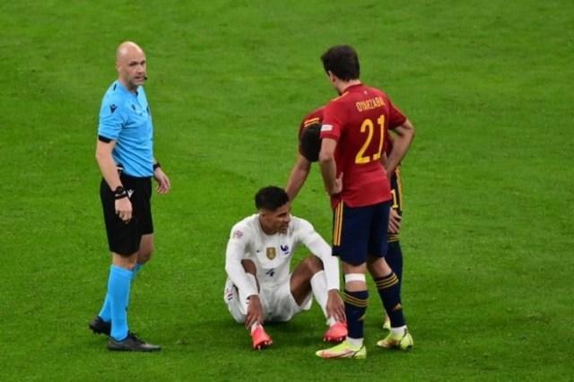 Inglaterra: Manchester United perde Varane durante «algumas semanas» devido a lesão