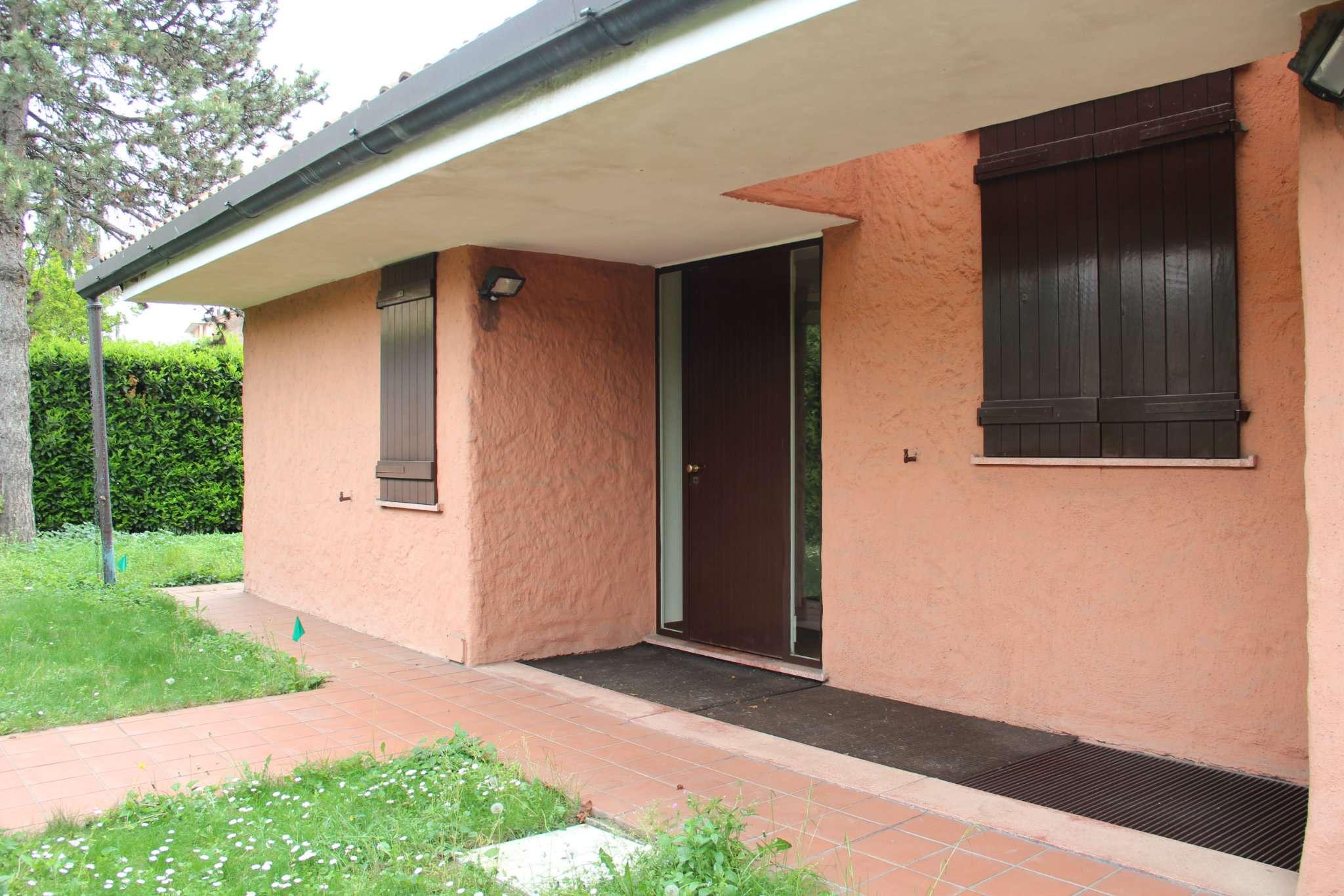 Villa Casa Vendita Lainate Di Metri Quadrati 900 Prezzo 900000 Nella Zona Di Centro Rif Villa Con Piscina