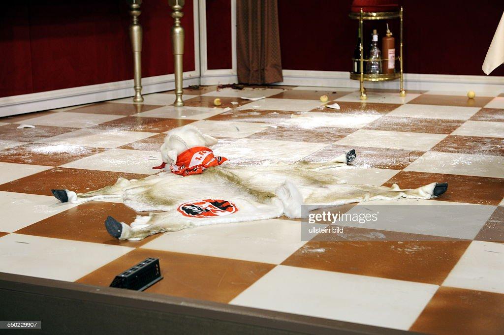 https www gettyimages dk detail news photo die schauspieler ralf schmitz als butler ralf und annette news photo 550229907
