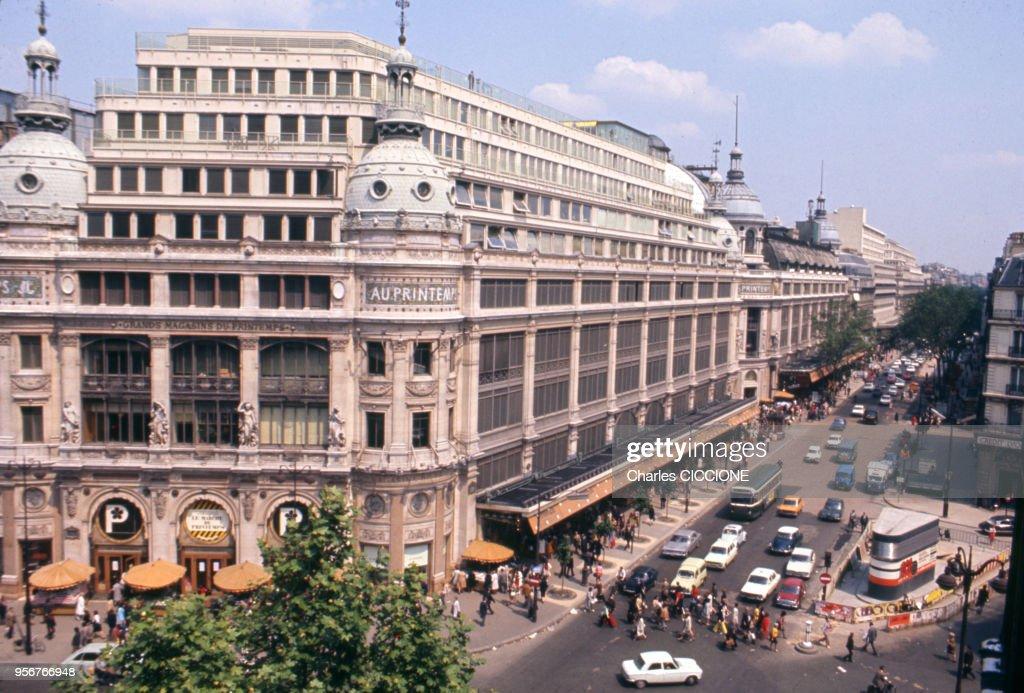 https www gettyimages dk detail news photo le grand magasin printemps sur le boulevard haussmann c3 a0 news photo 956766948