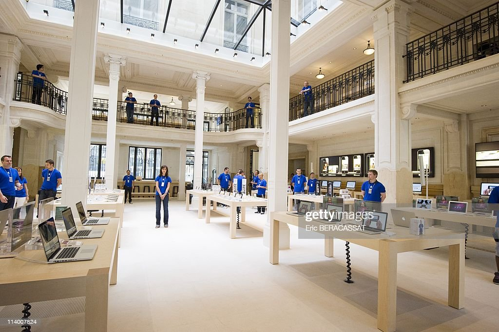 Paris Opera Apple Stock Photos and Pictures   Getty Images Opening The Apple Store Opera in Paris on July 3 In France On July 02  2010Opening