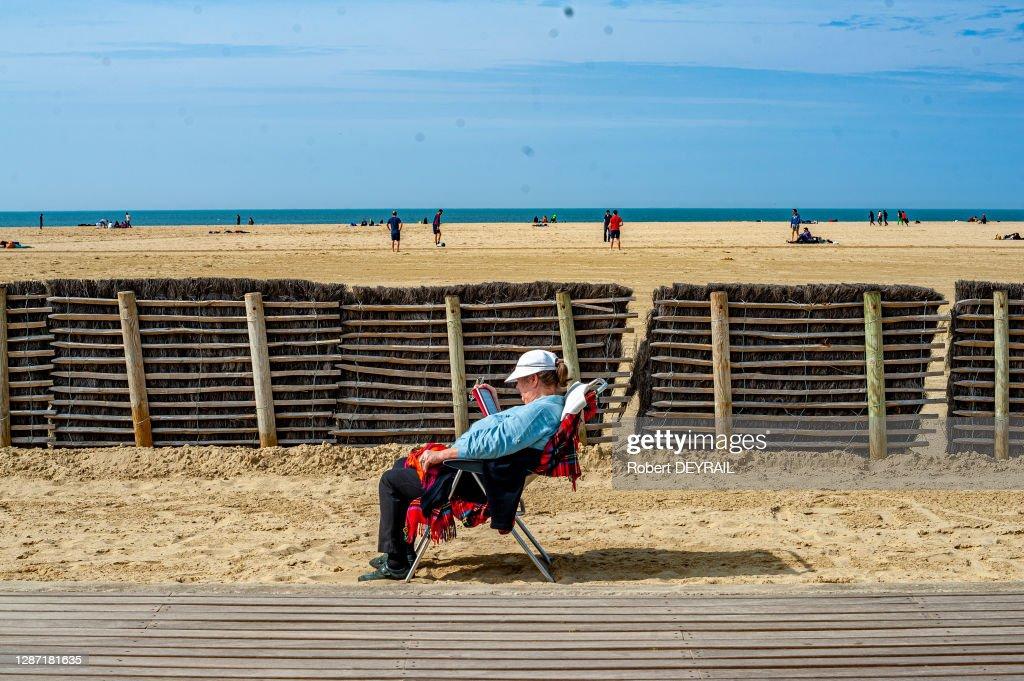 https www gettyimages de fotos femme assise plage