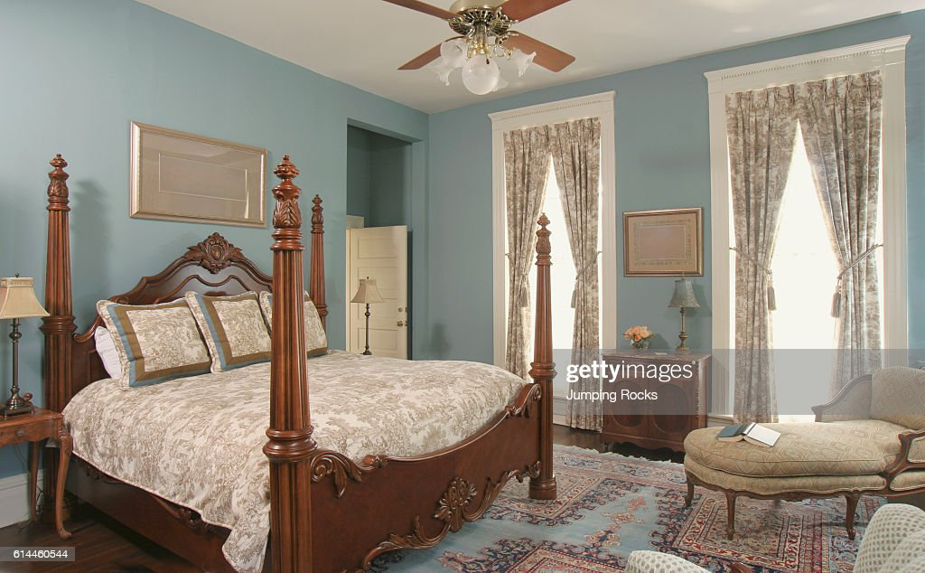 https www gettyimages com detail news photo wooden four poster double bed in blue bedroom news photo 614460544