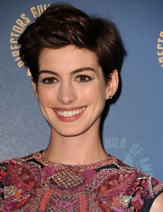 this is my favorite way anne hathaway has styled her short