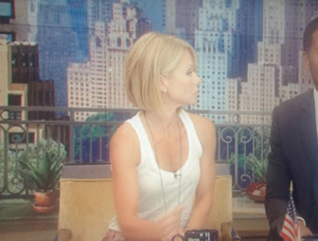 kelly ripa debuted a new haircut on live just now! you like