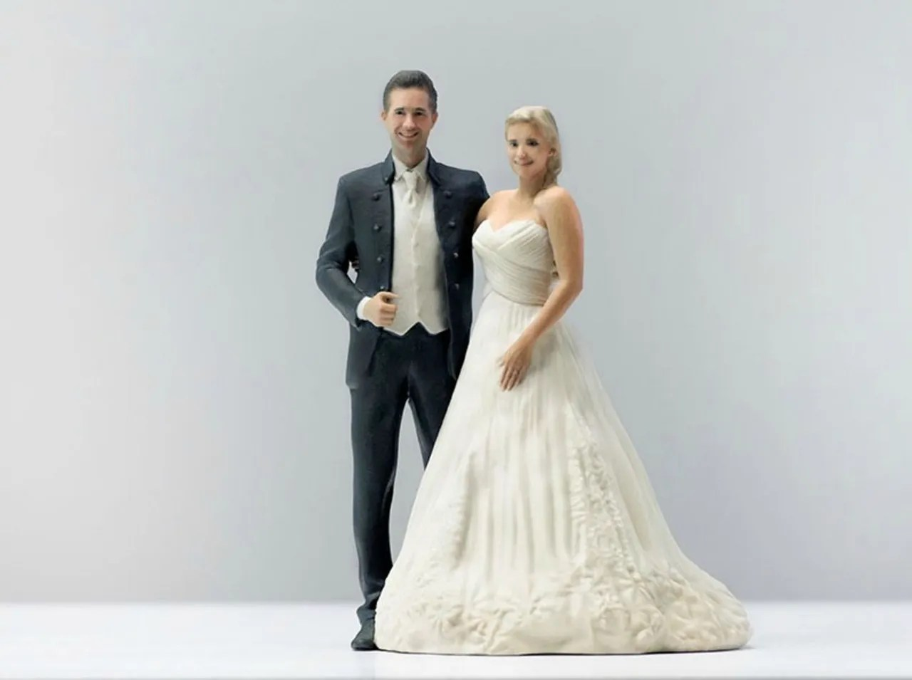 Doob s 3 D Printed Wedding Cake Topper Looks Exactly Like You    Glamour doob 3 d printed figurine bride groom wedding