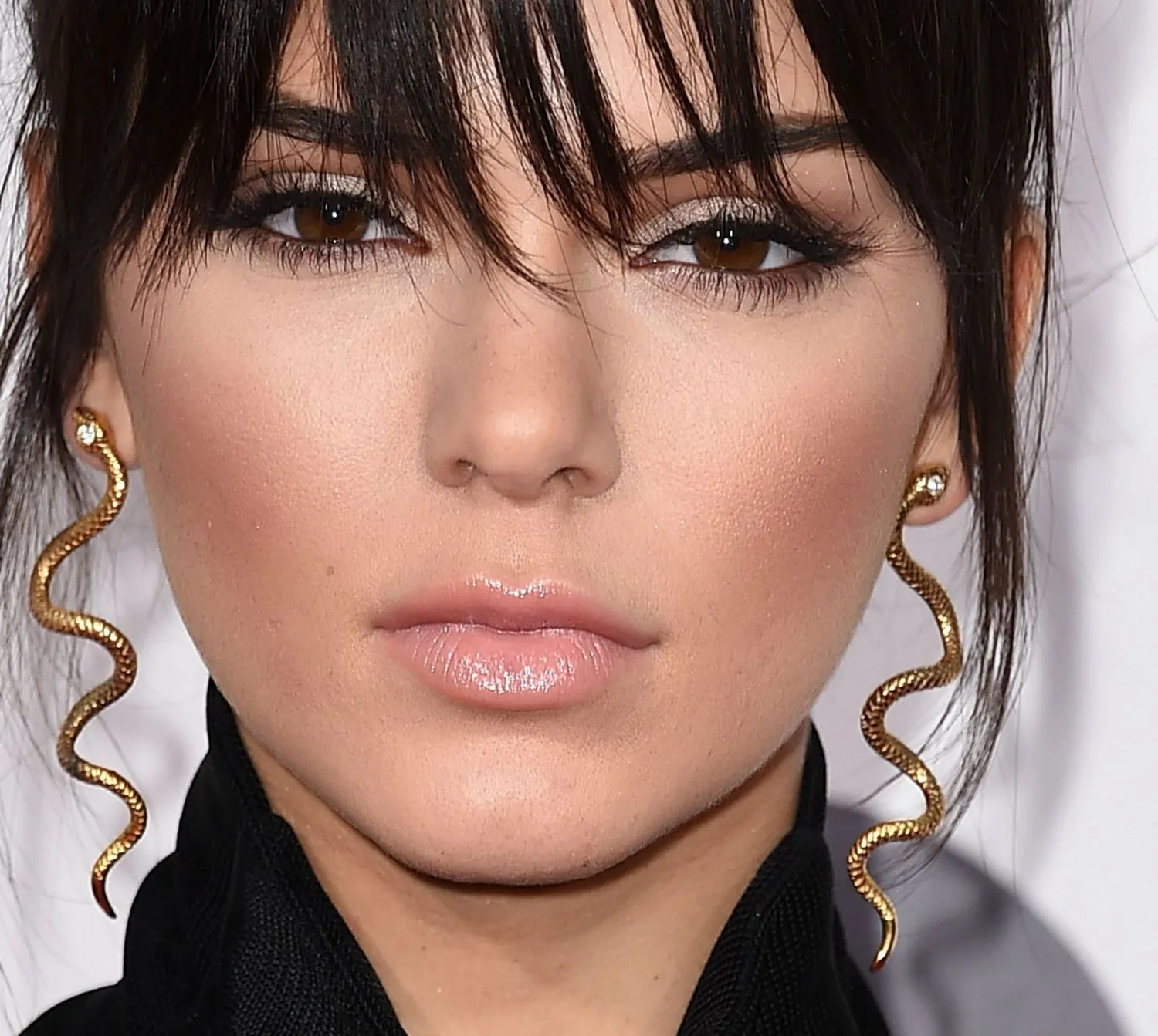 Kendall Jenner Wore Blue Contacts And Looks Completely