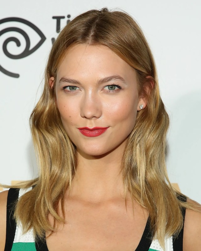 karlie kloss's genius hair trick will make your cheekbones