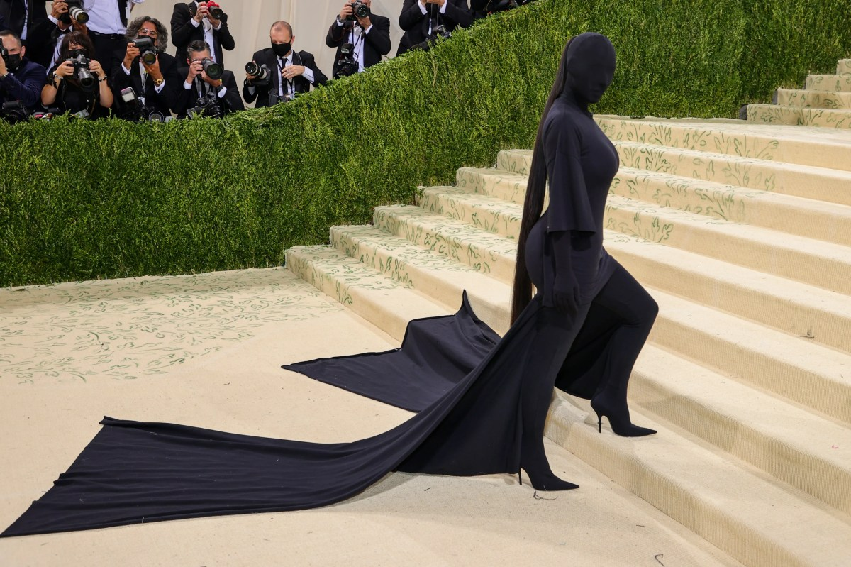 Kim Kardashian Completely Covered Her Face at the Met Gala 2021 | Glamour