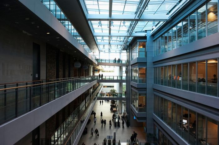 East Atrium... - MaRS Discovery District Office Photo | Glassdoor.ca