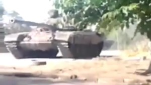 Cell phone camera captures footage of alleged Russian tank in Ukraine