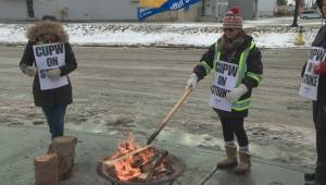 Edmonton Canada Post workers hit the picket line again