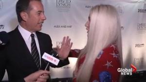 Jerry Seinfeld awkwardly denies hug from Kesha