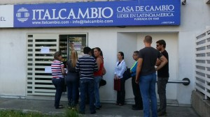 Venezuelans form lines outside currency exchange houses as Maduro reverses currency rate