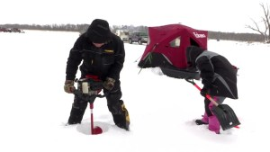 Couple from England falls in love with ice fishing, calls Manitoba their second home