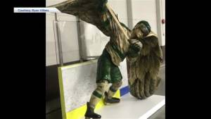 Alberta woodcarver shows support for Humboldt Broncos with life-size sculpture