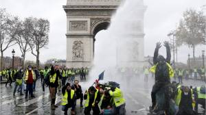 Yellow vests movement continues to ignite France, three weeks later