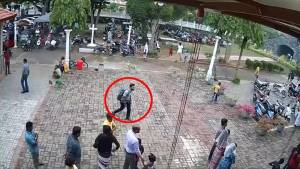 Security footage shows Sri Lanka bombings suspect enter targeted church (01:06)