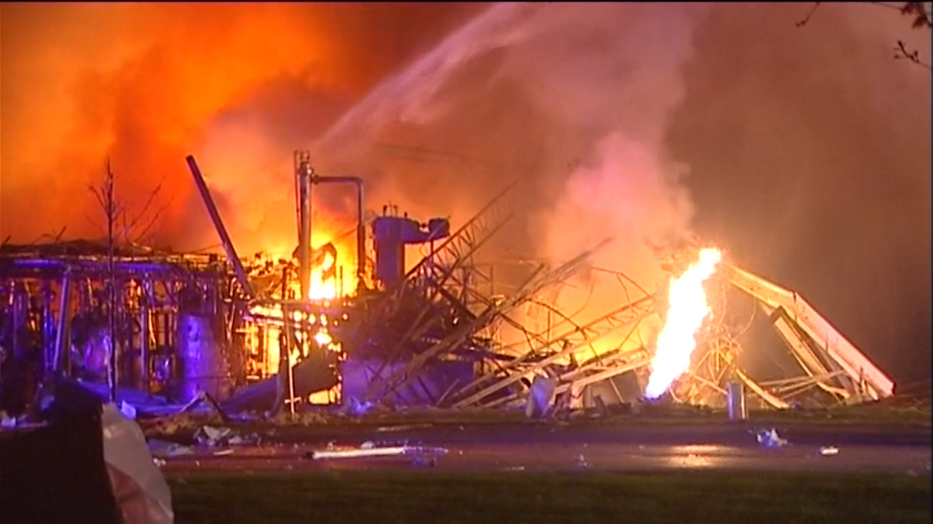 Several hospitalized after blast at IL  silicon plant