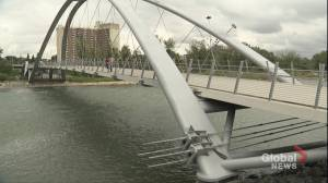 Crews set to repair crack in Calgary pedestrian bridge