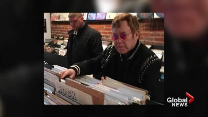 Photos Sir Elton John Drops Over 1 400 On Record