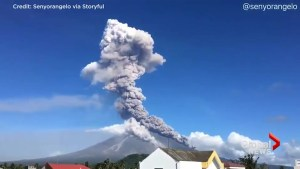 Time-lapse video: Large column of ask spews from volcano in Philippines
