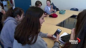 To ban or not to ban cellphones in Quebec classrooms?