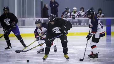 Kingston Couple Inspired To Raise Money For Girls Hockey Team After