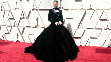 120a9c3490a84 Billy Porter wears tuxedo gown at 2019 Oscars   I m not a drag queen ...