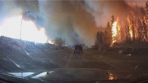 Intense video shows Beacon Hill resident fleeing as Fort McMurray wildfire rages – Part 1