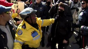 Tensions high as protestors clash at Toronto anti-Islam demonstration