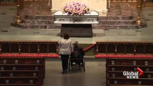 George Bush mourns wife of 73 years, greets visitors at public viewing