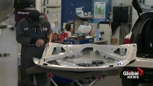 Winter storm keeps Calgary auto body shops, snow plows busy