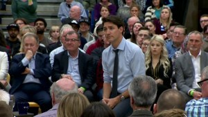 More than 1,000 people show up to meet Prime Minister at Thunder Bay town hall