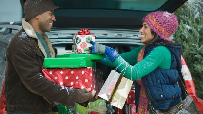 How much Canadians across the country plan to spend this holiday season