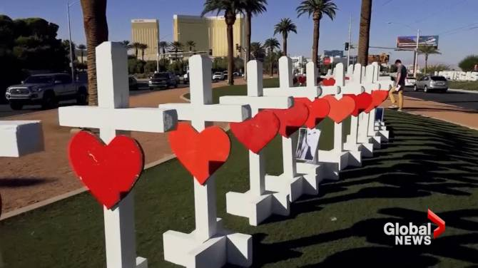 in photos carpenter sets up 58 crosses in las vegas to honour shooting victims national. Black Bedroom Furniture Sets. Home Design Ideas