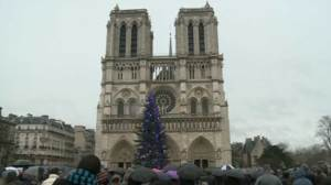 Bells ring at Notre Dame to honour victims of Charlie Hebdo attack