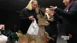Montrealers collect Christmas decorations for flood victims